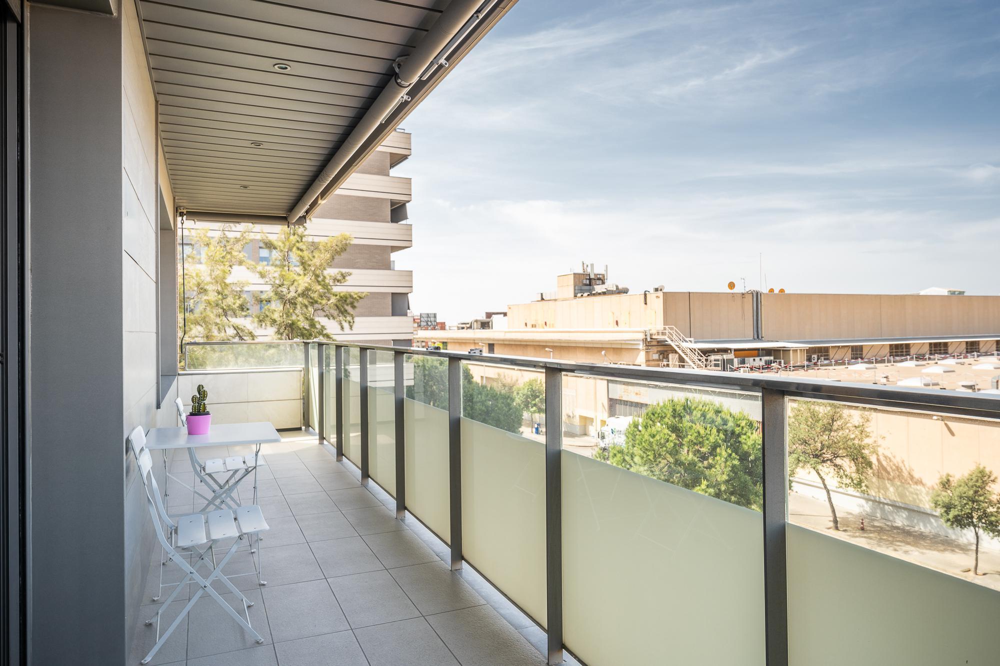 Imagen 1 Piso en venta en Cornellà De Llobregat / Junto centro comercial Eroski