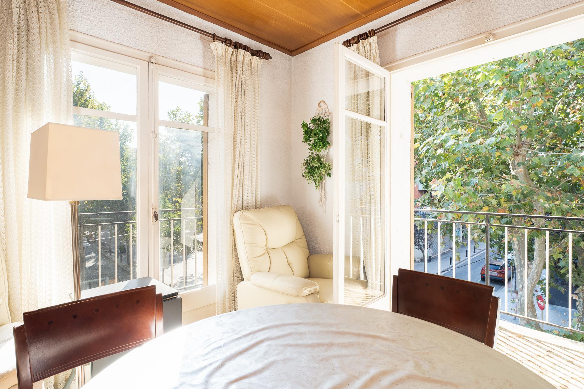 Imagen 2 Piso en venta en Cornellà De Llobregat / Junto Rambla Riera