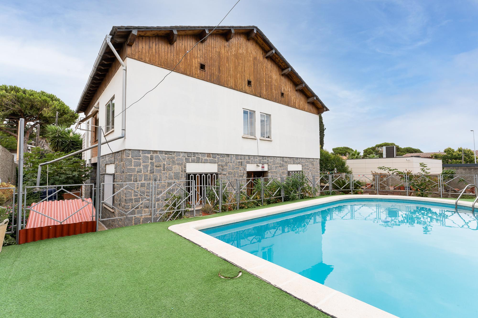 Imagen 1 Casa en venta en Sant Boi De Llobregat / Ronda Sant Ramon