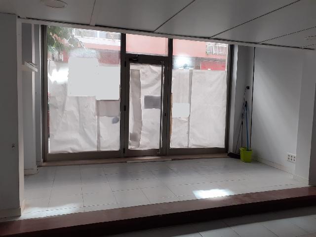 Imagen 1 Inmueble 242042 - Local Comercial en alquiler en Santander / Próximo a Eroski.