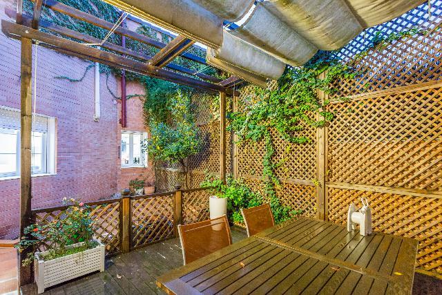 Imagen 1 Inmueble 245108 - Casa Adosada en venta en Madrid / Situado a escasos diez minutos del centro de Madrid.