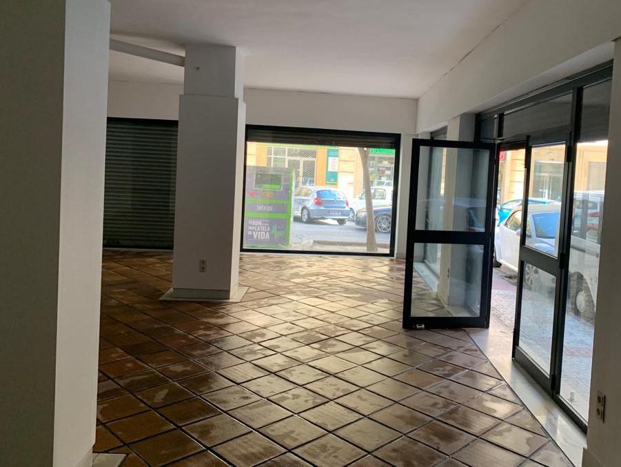 Imagen 1 Local Comercial en venta en Granada / Barrio Fígares