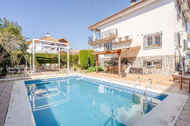 Imagen 1 Inmueble 246787 - Casa Aislada en venta en Cájar / Cerca de Mercadona.