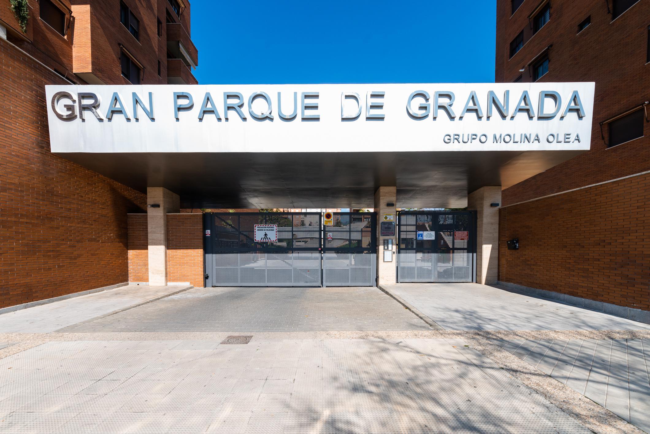 Imagen 2 Ático en venta en Granada / Zona Parque Almunia