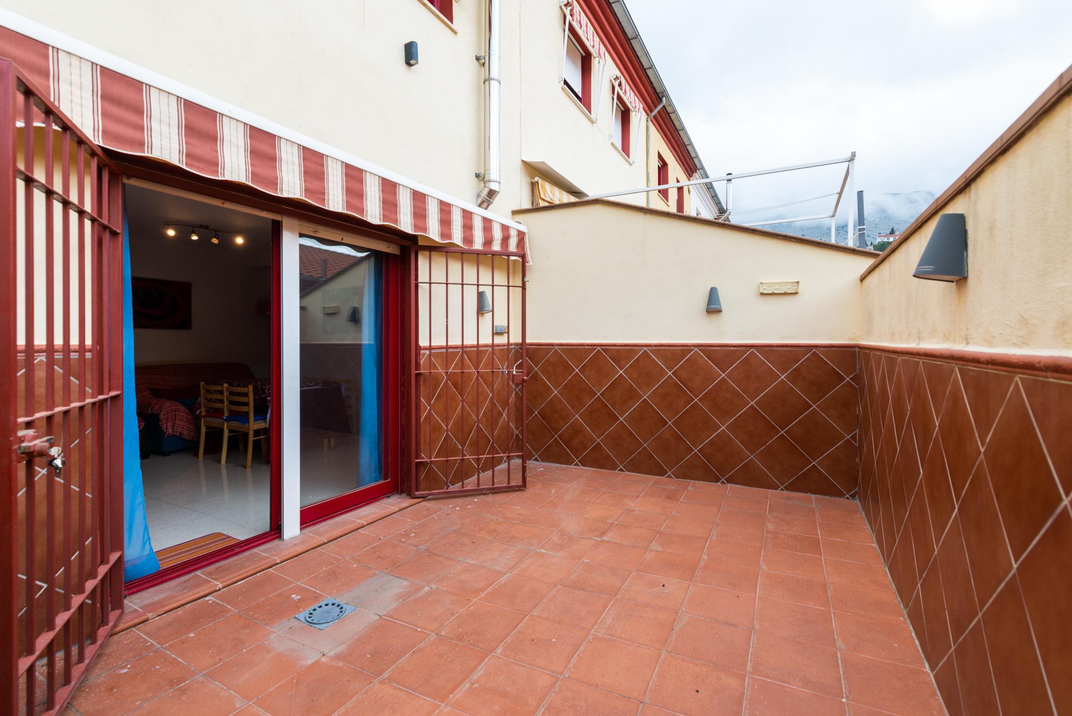Imagen 1 Casa Adosada en venta en Alfacar / Urbanización Los Hornillos