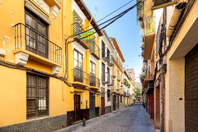 Imagen 1 Inmueble 249402 - Piso en venta en Granada / Calle Las Tablas