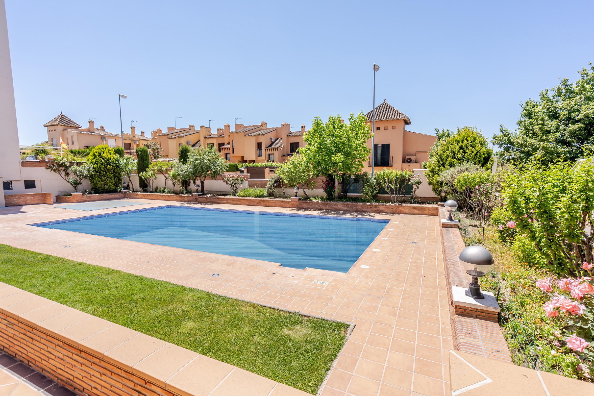Imagen 2 Piso en venta en Granada / Zona Parque Almunia