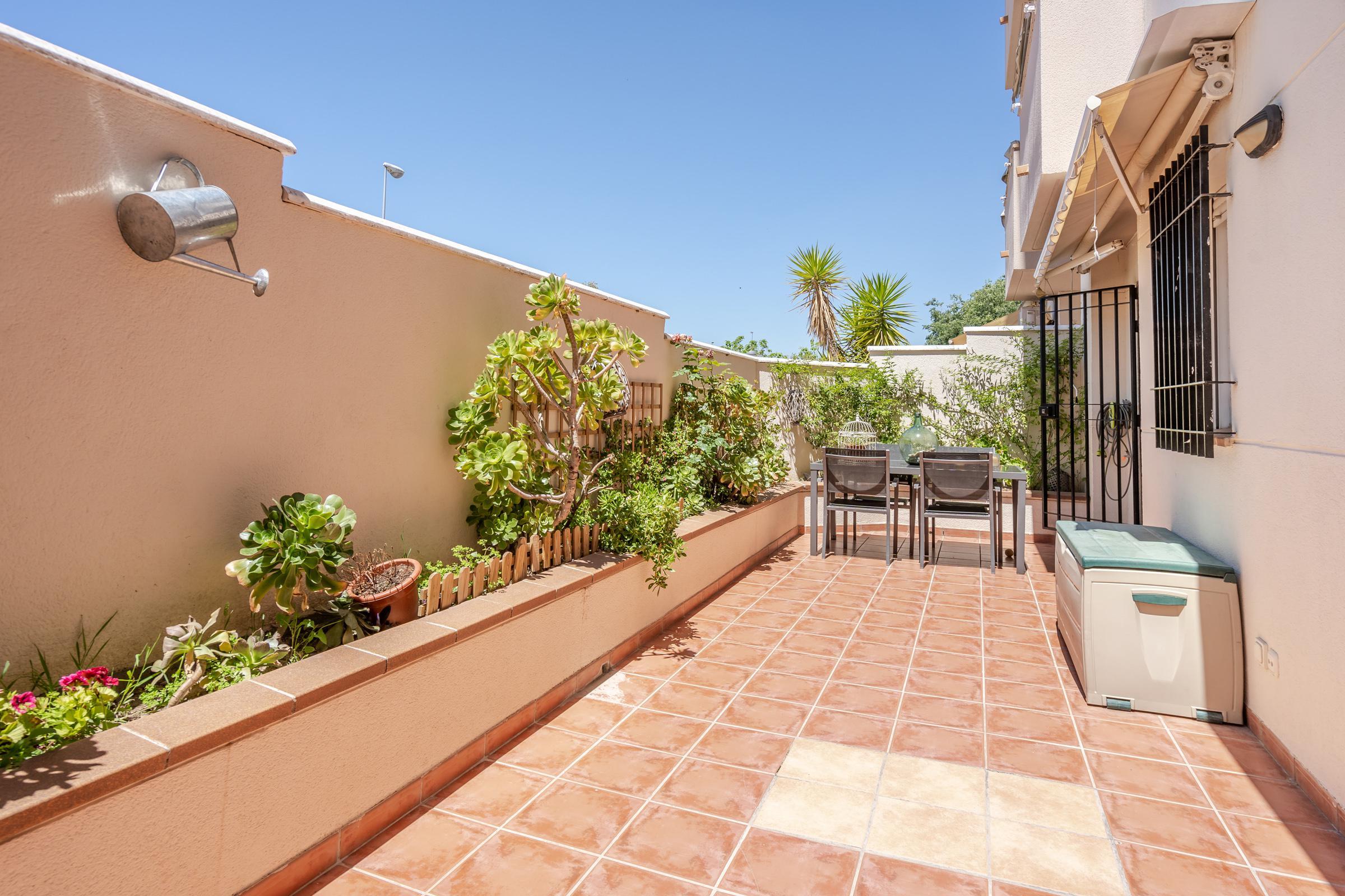 Imagen 4 Piso en venta en Granada / Zona Parque Almunia