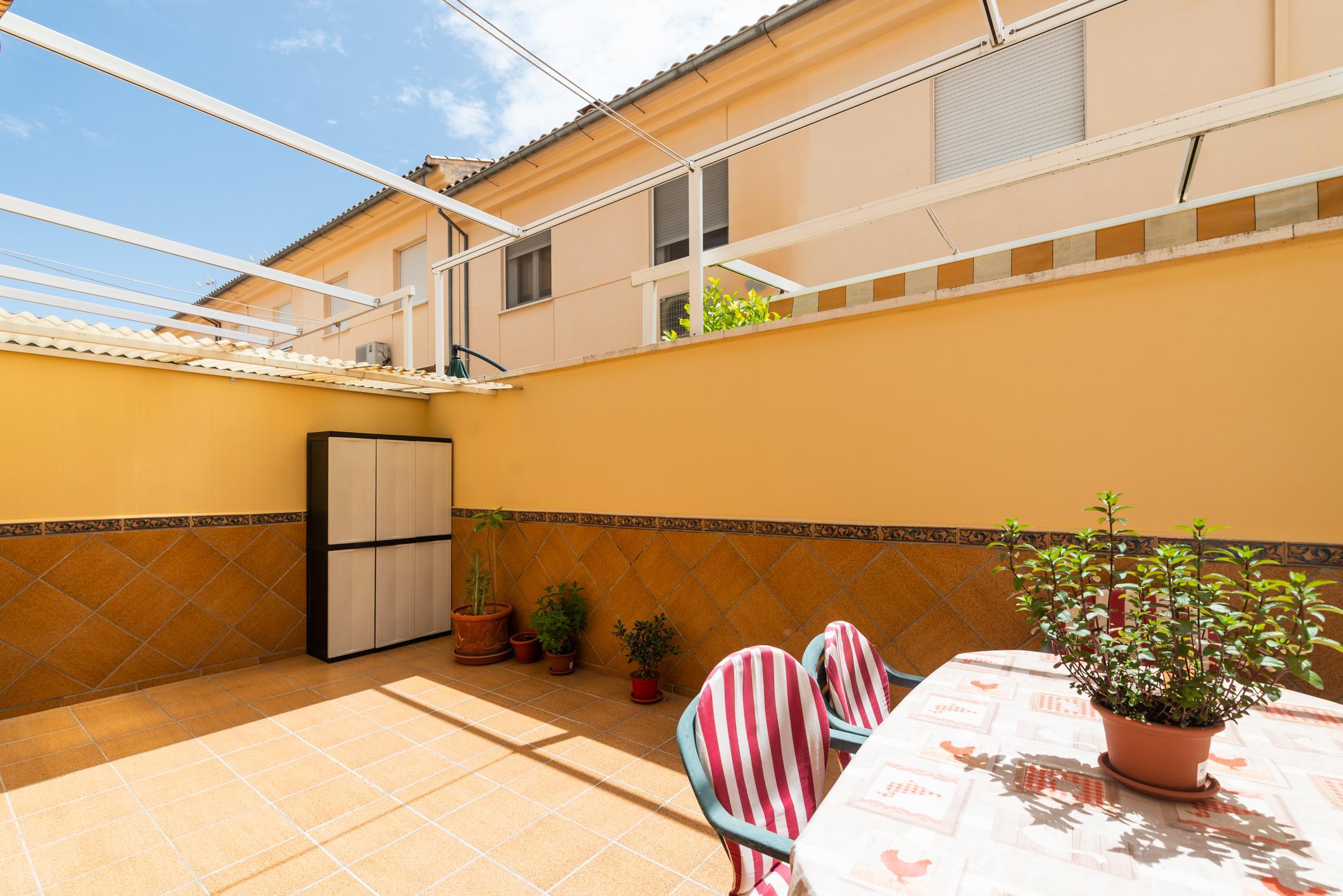 Imagen 2 Casa Adosada en venta en Albolote / Zona del Instituto Aricel.