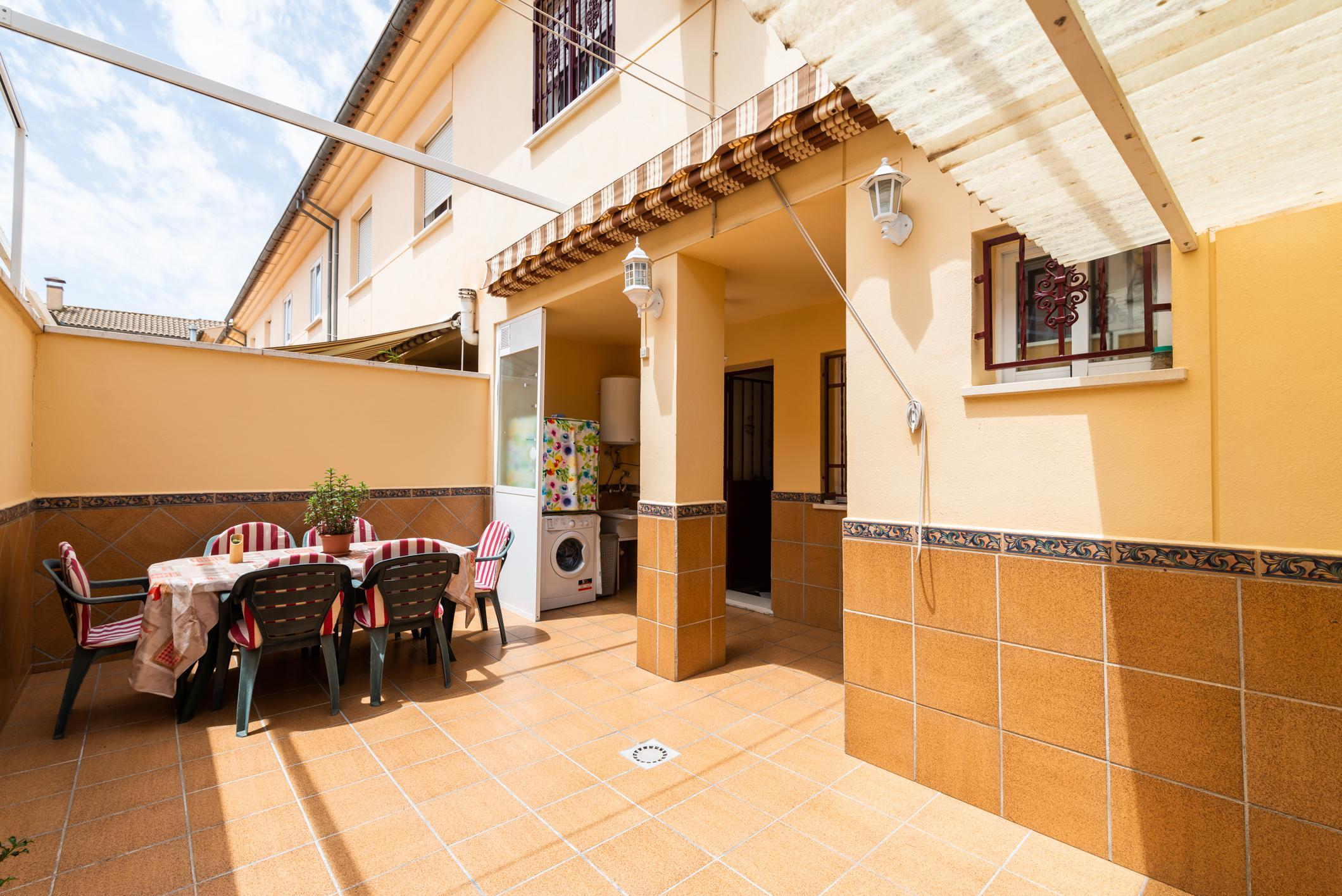 Imagen 1 Casa Adosada en venta en Albolote / Zona del Instituto Aricel.