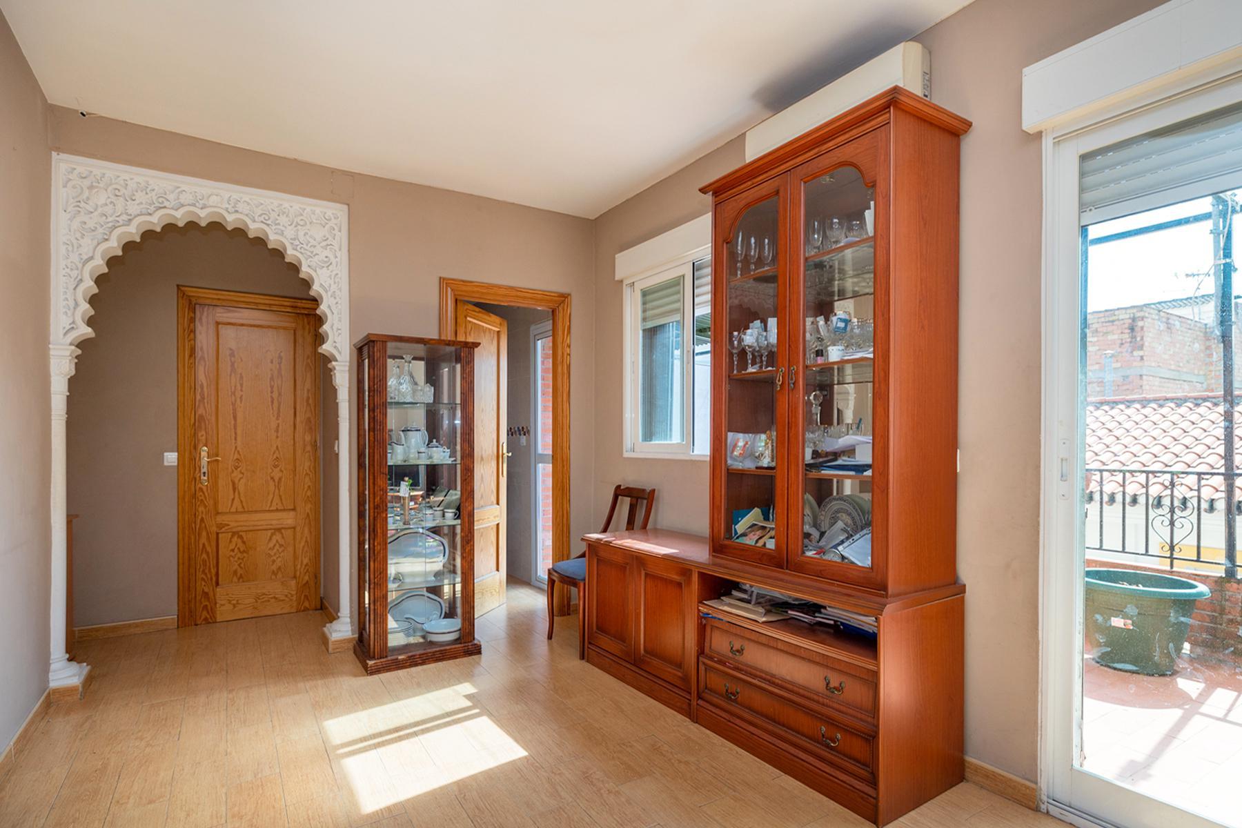 Imagen 2 Casa Adosada en venta en Granada / Cerca al Pts y comisaría de policía