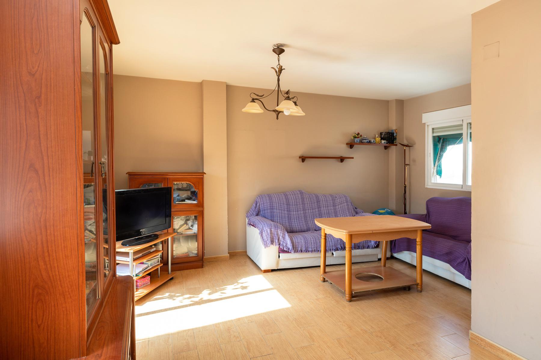 Imagen 4 Casa Adosada en venta en Granada / Cerca al Pts y comisaría de policía