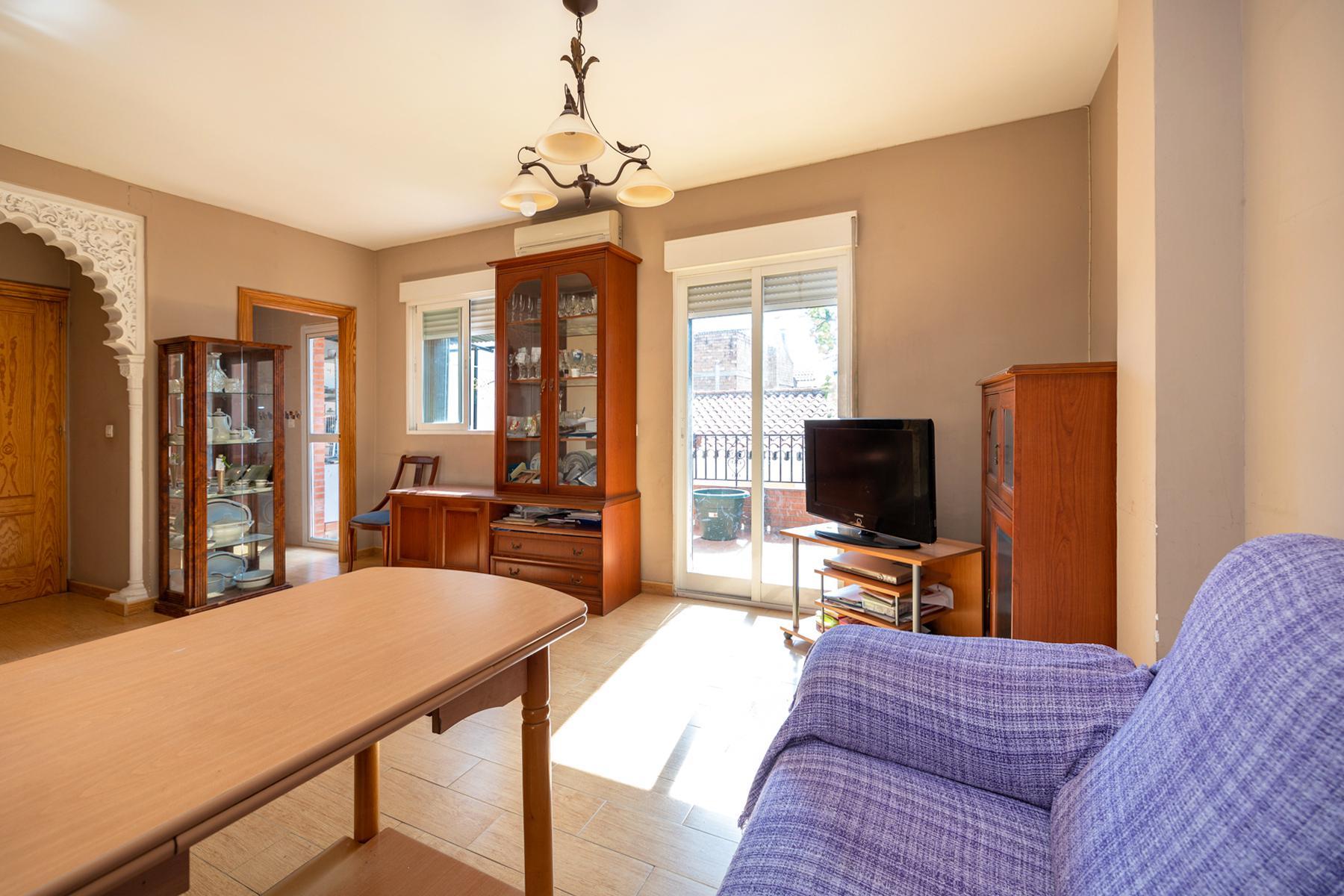 Imagen 3 Casa Adosada en venta en Granada / Cerca al Pts y comisaría de policía