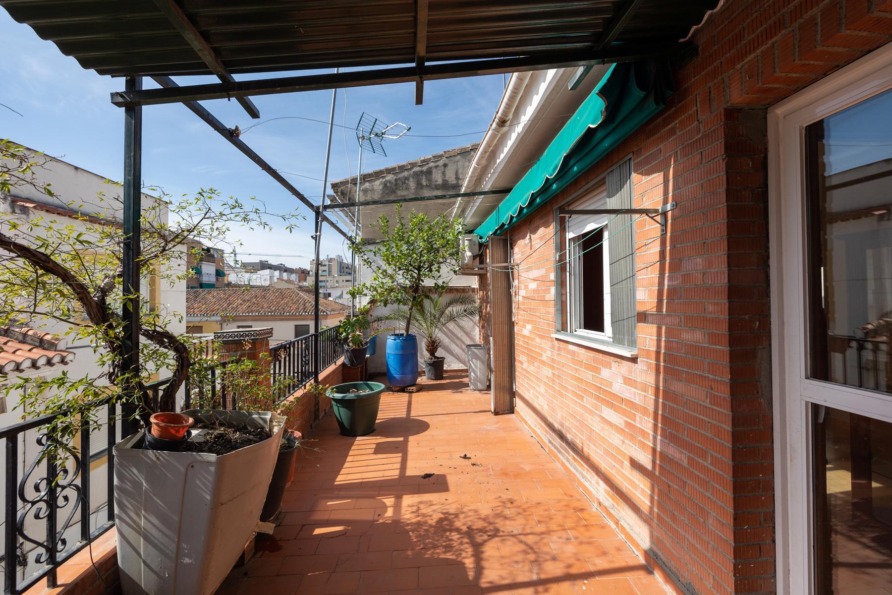 Imagen 1 Casa Adosada en venta en Granada / Cerca al Pts y comisaría de policía