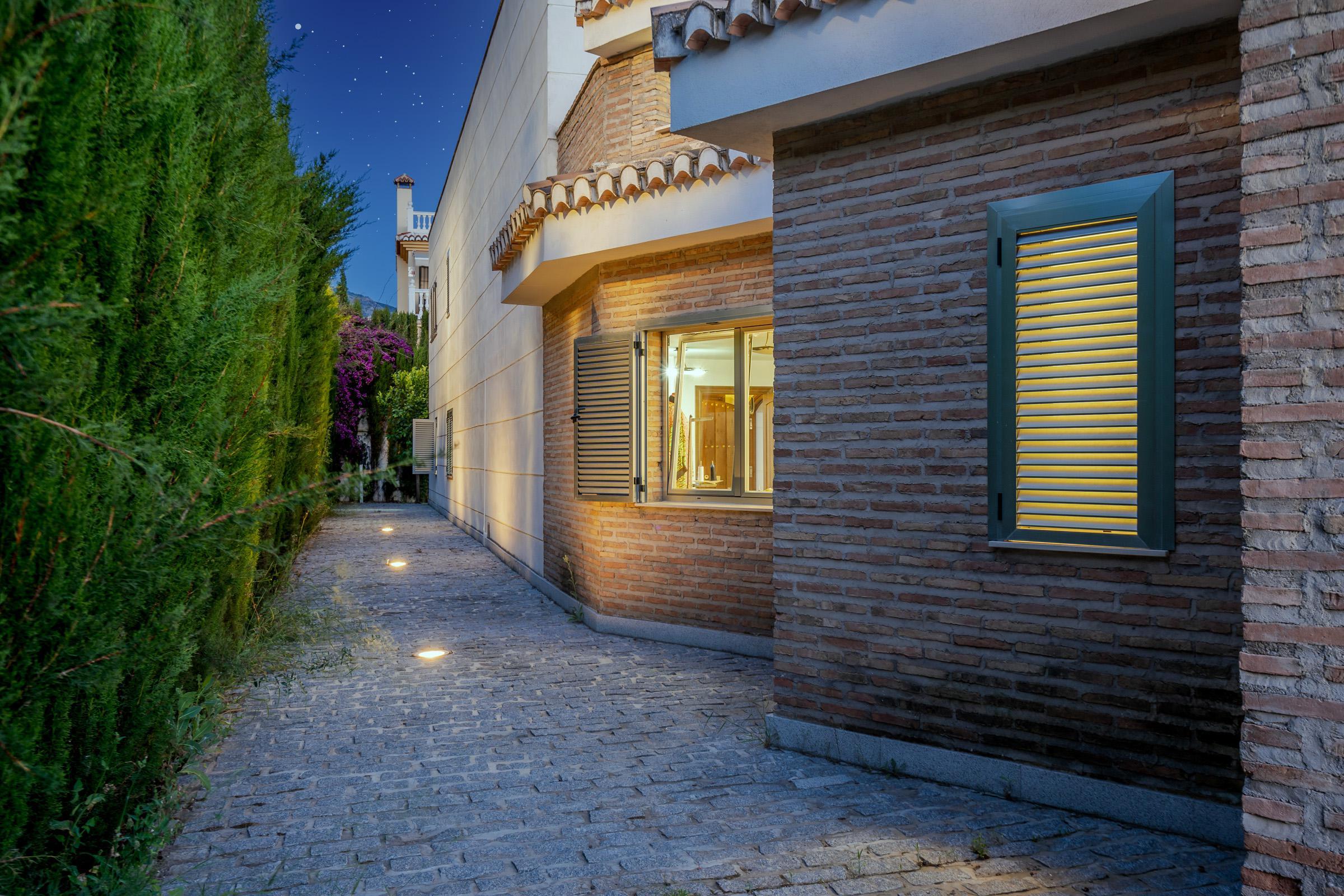 Imagen 2 Casa Aislada en venta en Cájar / Cerca Colegio Lux Mundi