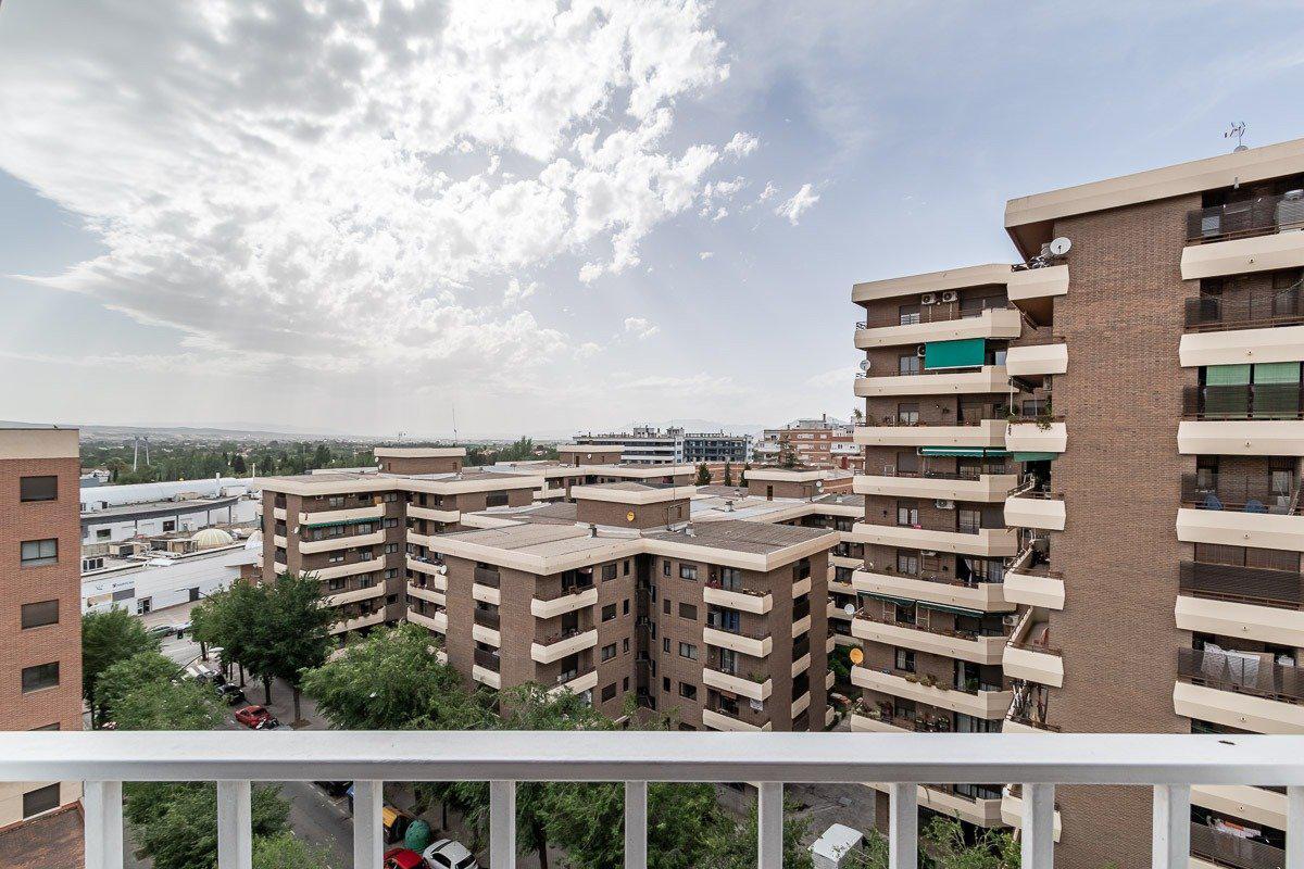 Imagen 1 Piso en venta en Granada / Cerca a calle Alhamar