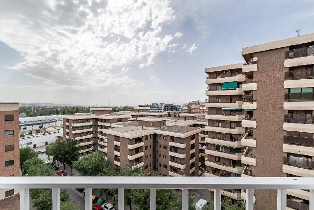 Imagen 1 Inmueble 251130 - Piso en venta en Granada / Cerca a calle Alhamar