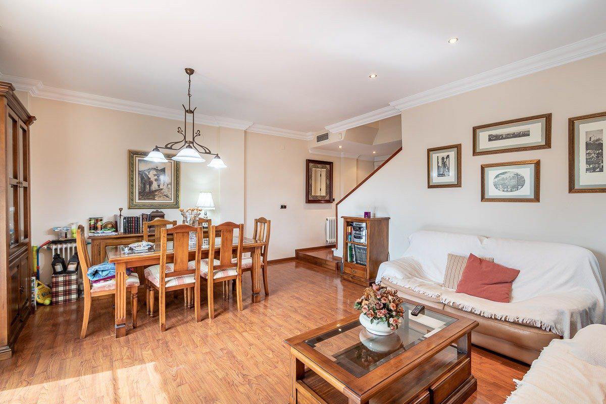Imagen 1 Casa Pareada en venta en Granada / Zona Parque Almunia