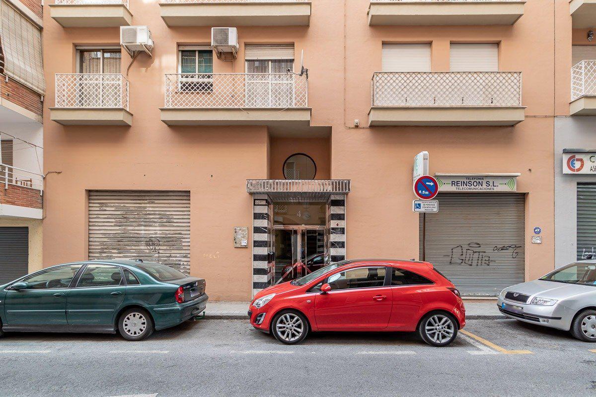 Imagen 2 Piso en venta en Granada / Barrio Fígares-Cerca a calle Alhamar