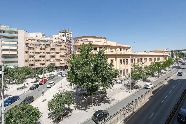 Imagen 1 Inmueble 251265 - Piso en venta en Granada / Frente a la antigua facultad de Medicina