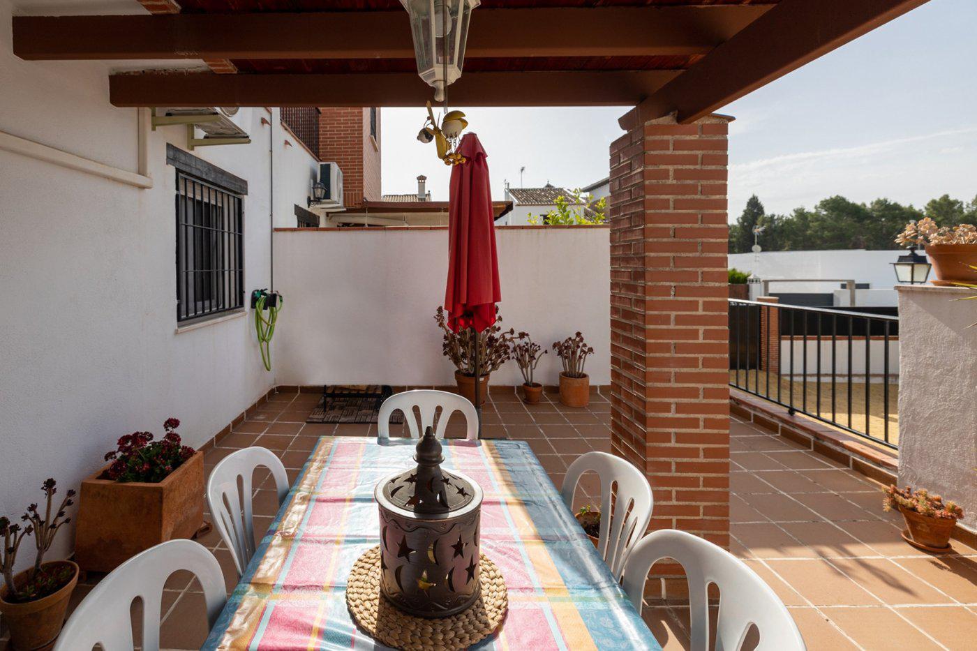 Imagen 2 Casa Adosada en venta en Atarfe / Urbanización Llanos de Silva-Pantano de Cubillas