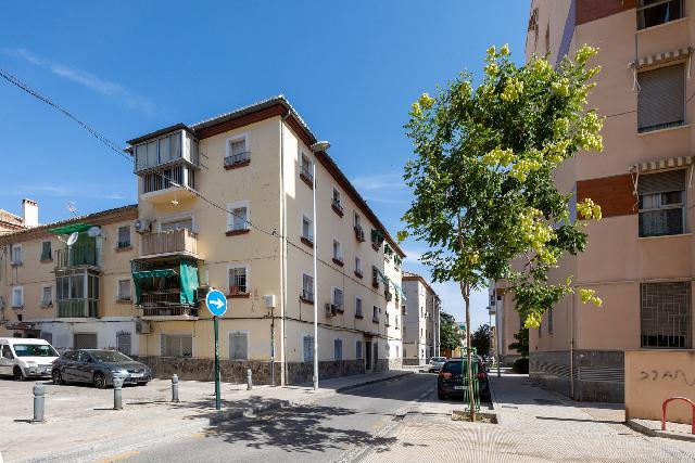 Imagen 1 Inmueble 251979 - Piso en venta en Granada / Barriada Santa Adela