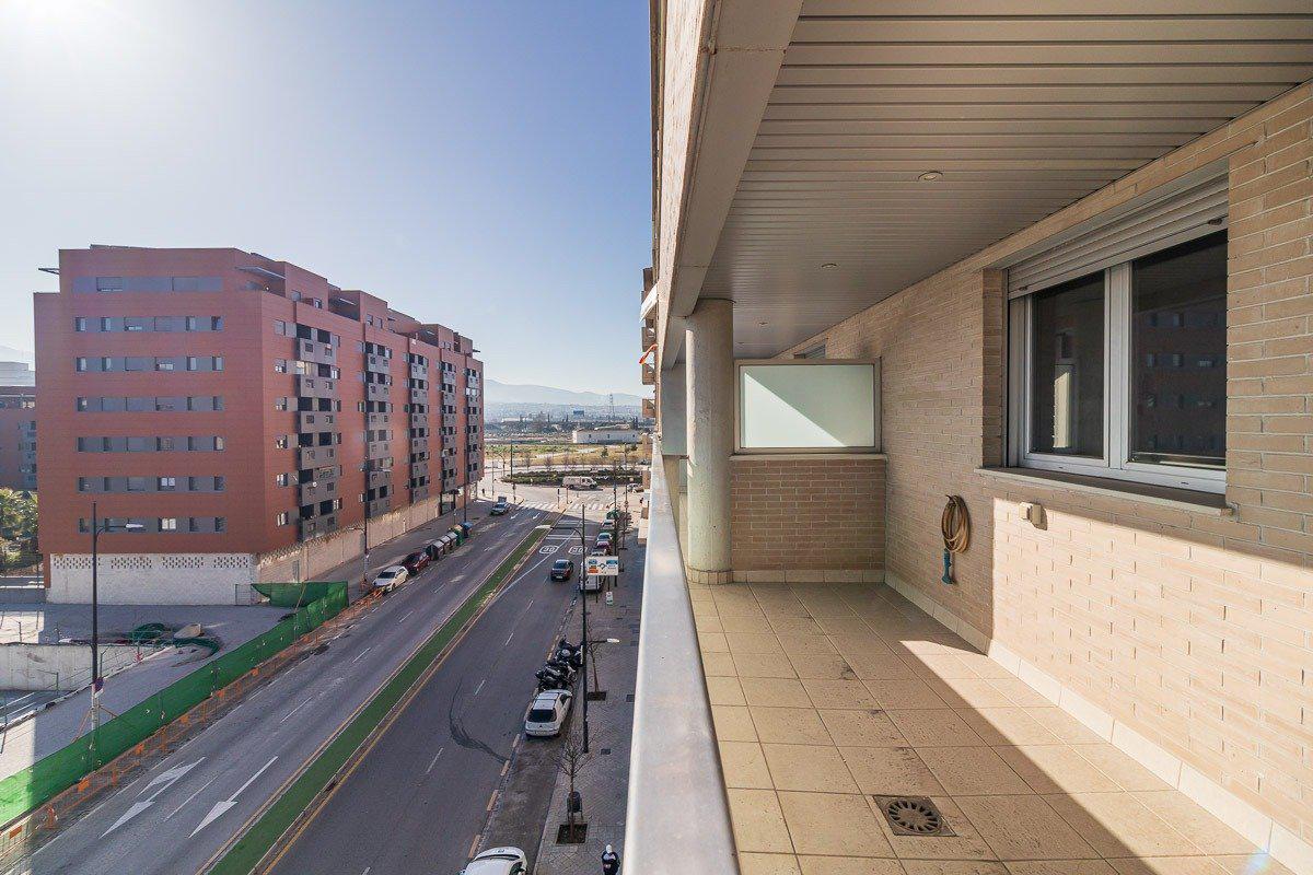 Imagen 2 Piso en venta en Granada / Cerca del Pts - Campus de la Salud