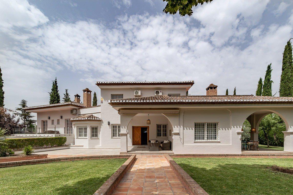 Imagen 2 Casa Aislada en venta en Albolote / Urbanización Cortijo del Aire