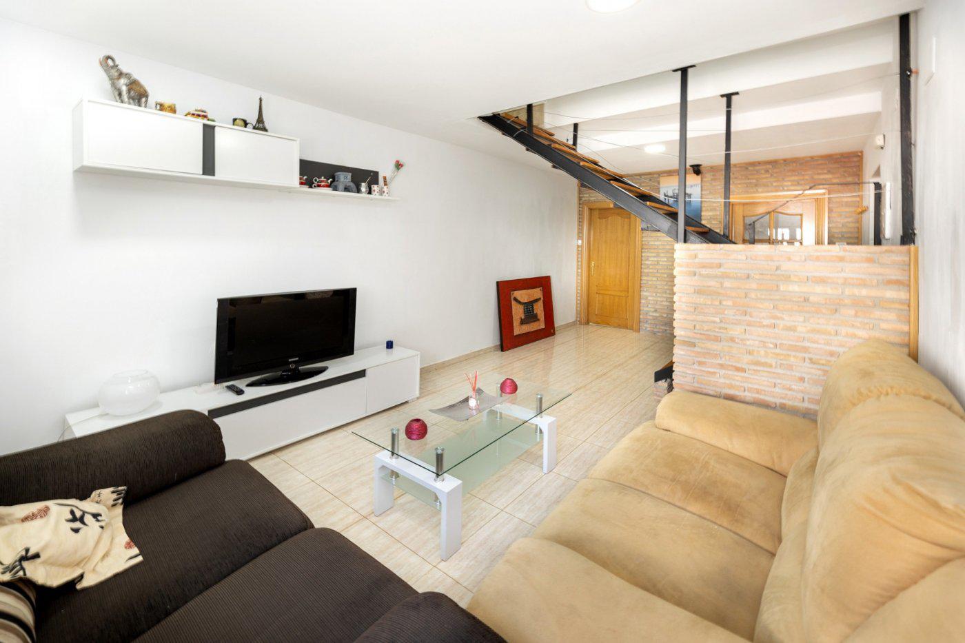 Imagen 2 Casa Adosada en venta en Santa Fe / Junto a la Av. la Hispanidad centro y el Instituto