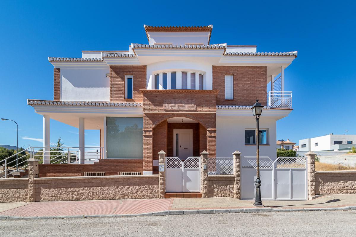 Imagen 1 Casa Aislada en venta en Atarfe / Urbanización Llanos de Silva