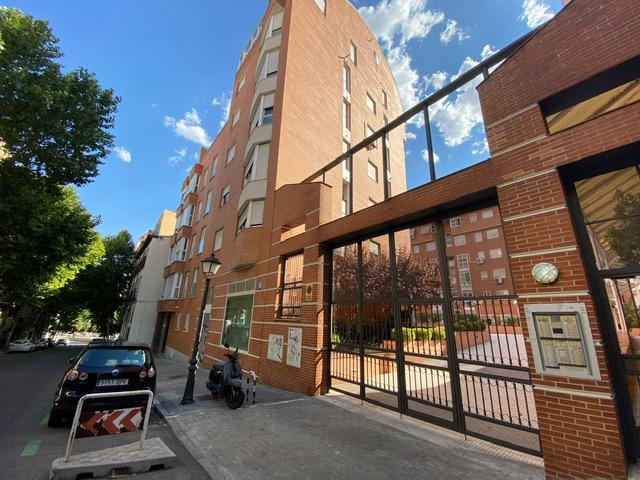 Imagen 1 Inmueble 252486 - Apartamento en venta en Madrid / Calle Peñuelas , cercano a pasillo Verde