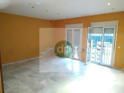 Imagen 2 Casa Adosada en venta en Badajoz / Huerta Rosales, próximo al parque principal.