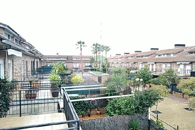 Imagen 1 Inmueble 253113 - Casa Adosada en venta en Badajoz / Huerta Rosales, próximo al parque principal.