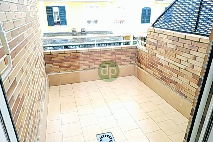 Imagen 3 Casa Adosada en venta en Badajoz / Huerta Rosales, próximo al parque principal.