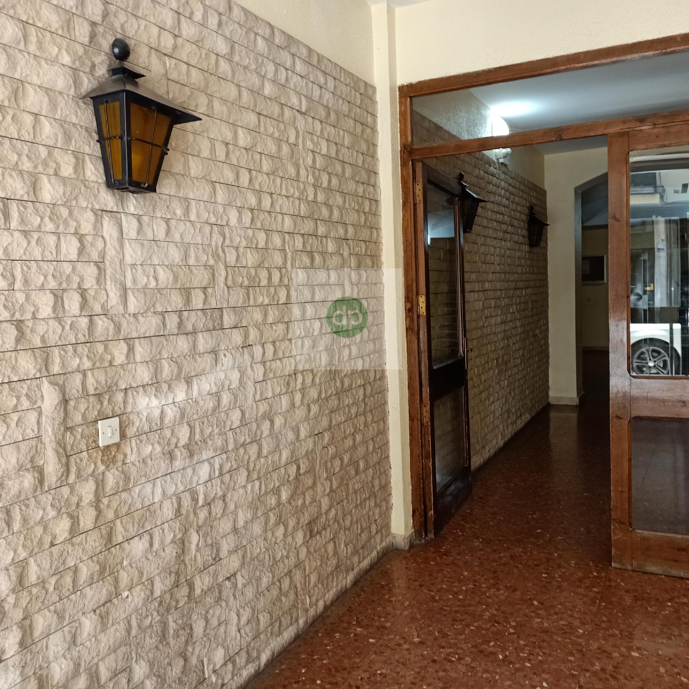 Imagen 1 Piso en venta en Badajoz / En calle perpendicular a la Av de Europa. Muy céntrico.