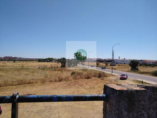 Imagen 3 Solar Urbano en venta en Badajoz / En la zona de próx construcción de Nuevo Huerta Rosales