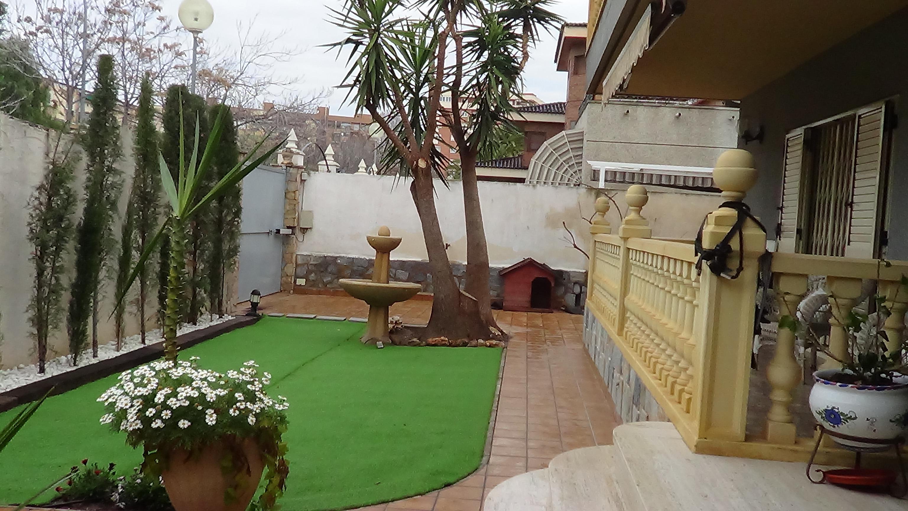Imagen 3 Casa Aislada en venta en Elda / Ciudad Vergel de Elda, zona residencial Urbana.