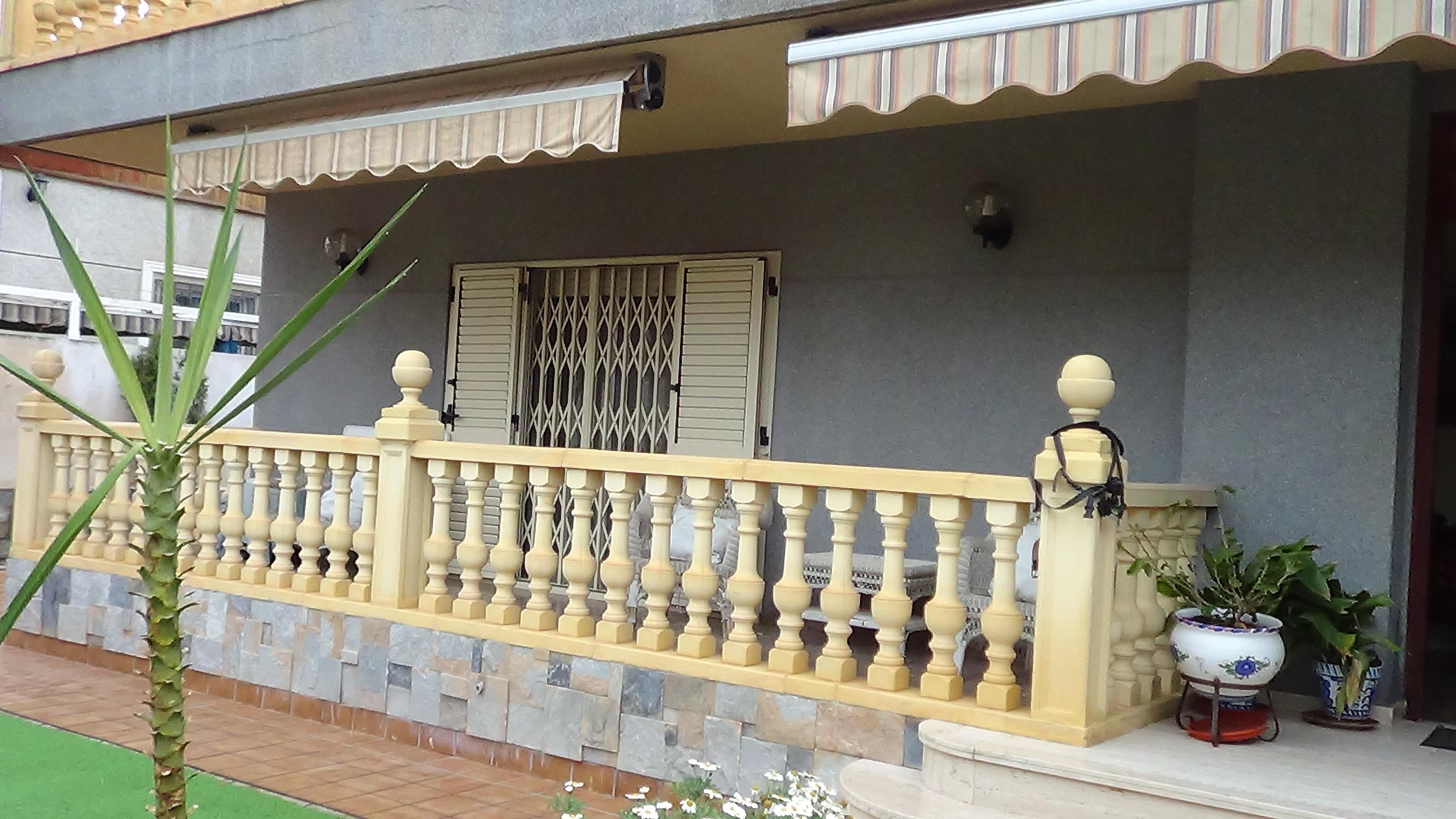 Imagen 1 Casa Aislada en venta en Elda / Ciudad Vergel de Elda, zona residencial Urbana.