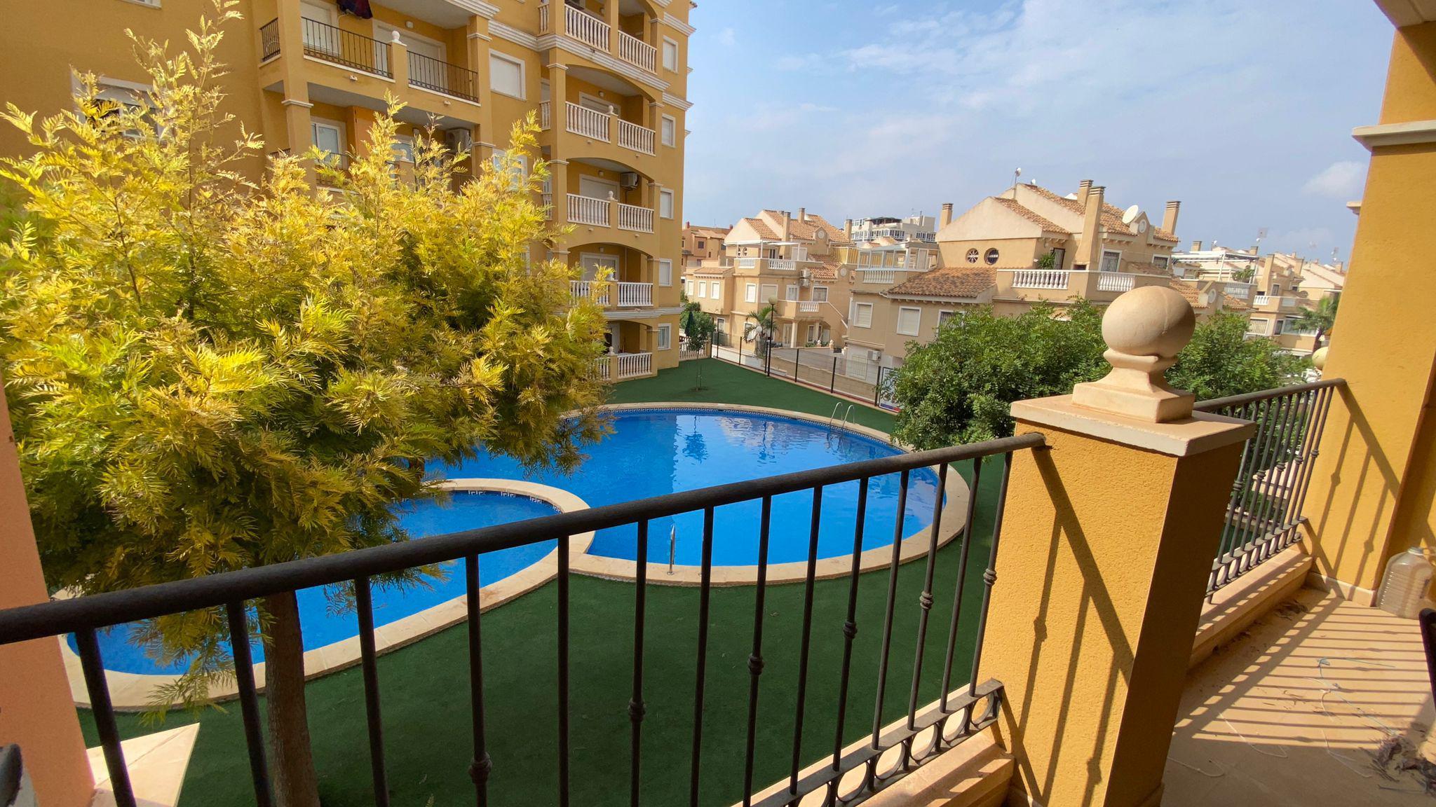 Imagen 2 Apartamento en venta en Torrevieja / La mata Urbanización Miramar