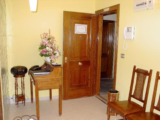Imagen 1 Inmueble 252946 - Oficina Comercial en venta en Oviedo / Oficina en planta primera de calle céntrica y peatonal.