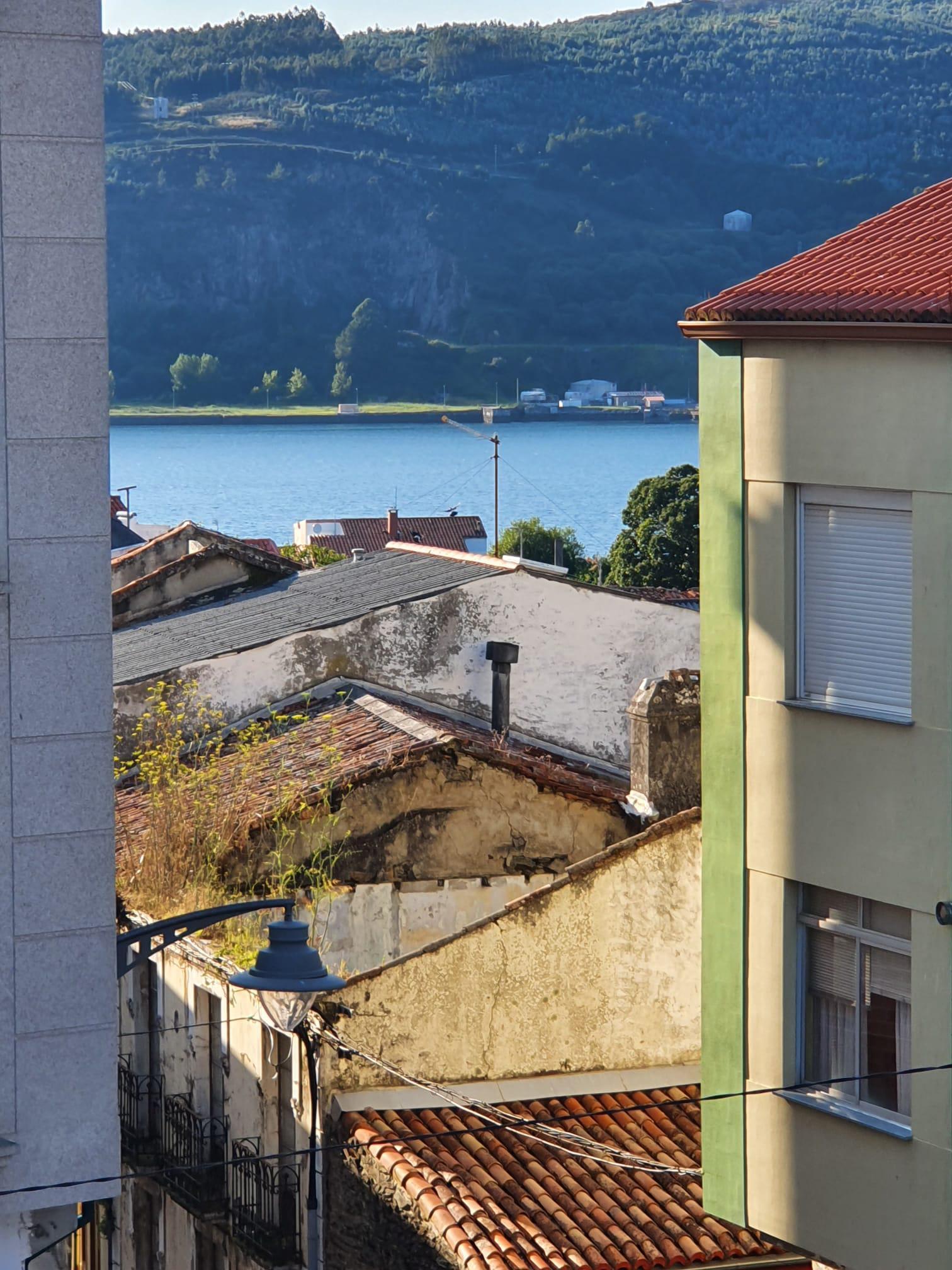 Imagen 1 Apartamento en venta en Mugardos / Se vende piso y buhardilla centro de Mugardos