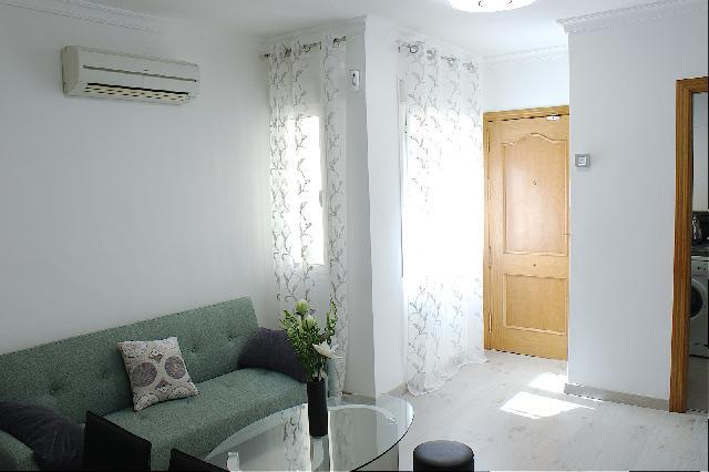 Imagen 1 Inmueble 252687 - Casa Adosada en venta en Málaga / Piso en zona calle mármoles La Trinidad