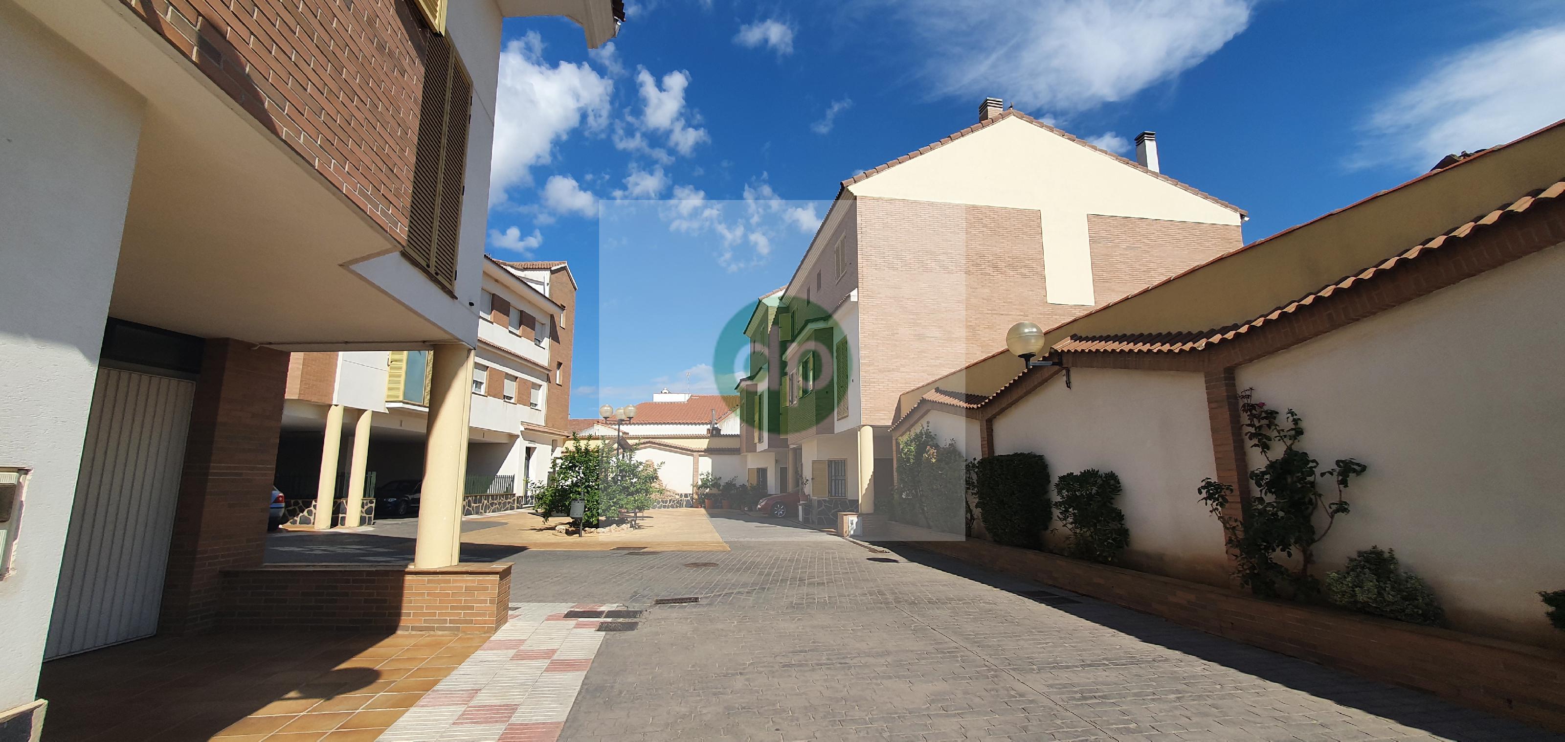 Imagen 4 Casa Adosada en venta en Villanueva De La Serena / Centrico, a pocos minutos de Plaza de E...