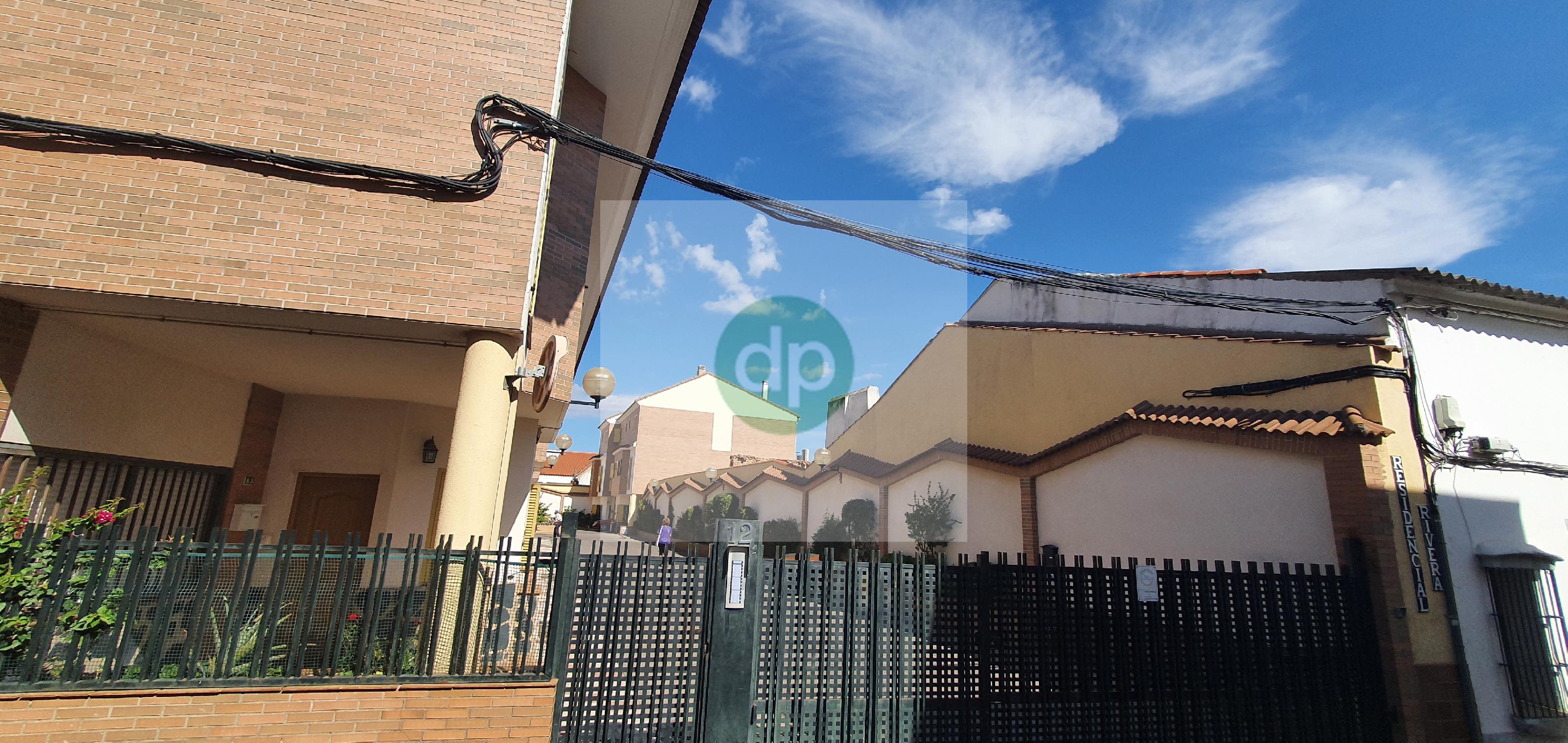 Imagen 2 Casa Adosada en venta en Villanueva De La Serena / Centrico, a pocos minutos de Plaza de E...