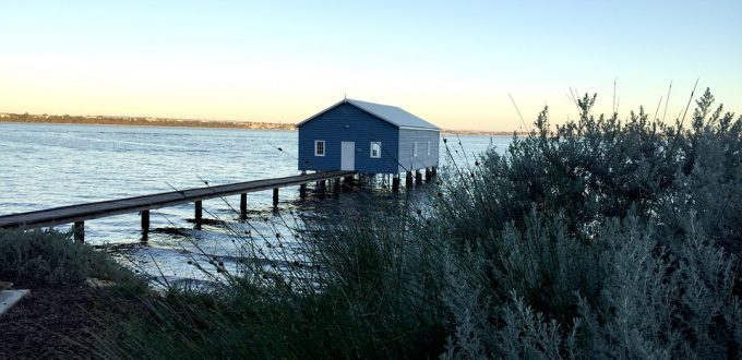 blue-boat-house-2676186_960_720