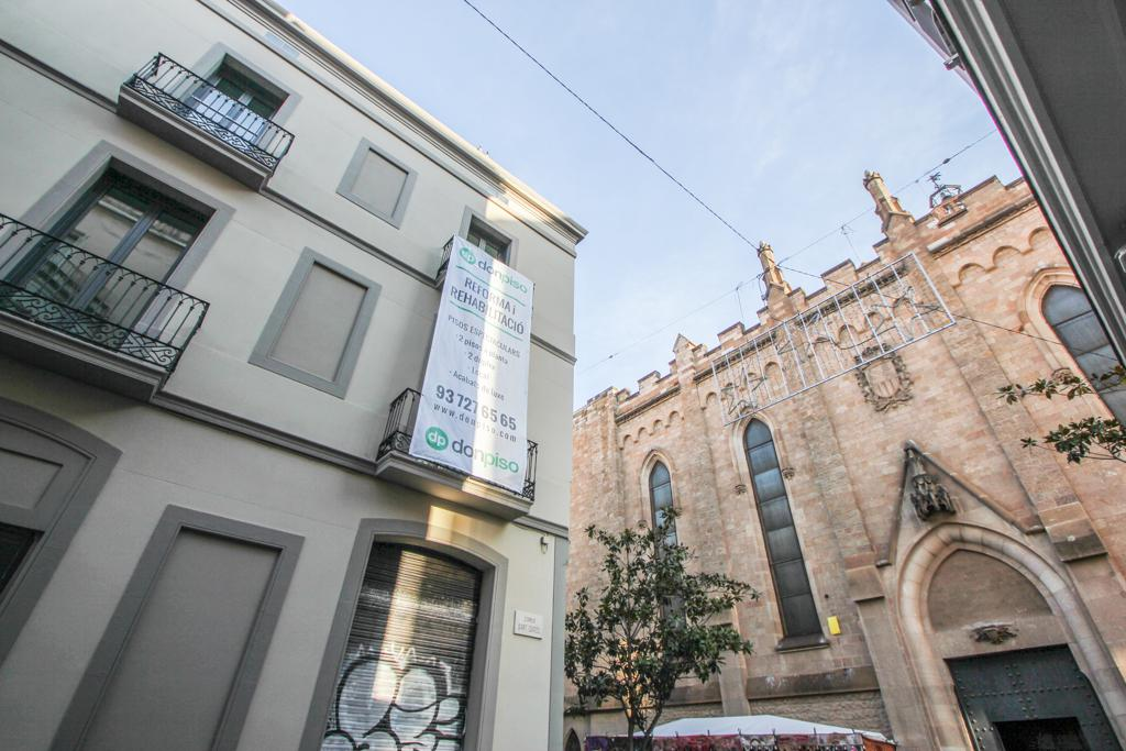 70 - C/ Sant Quirze esquina C/ Gracia. Junto iglesia de Sant Felix